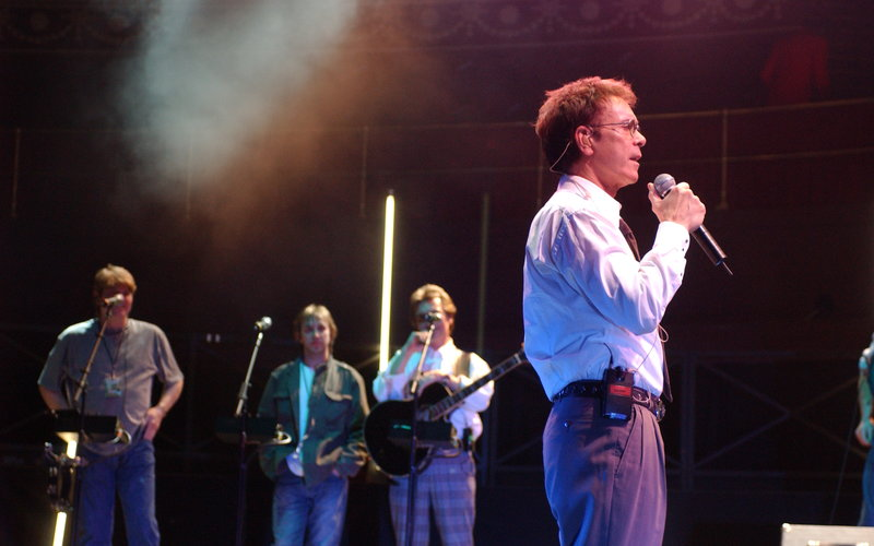 Cliff Richard: Live and Kicking at the Royal Albert Hall, 2004)